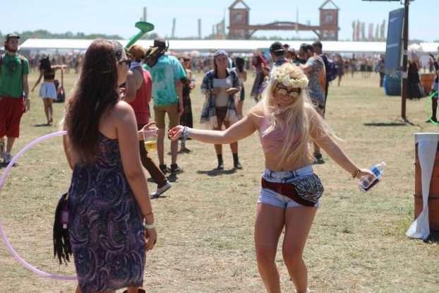 Grooving Early: Electric Forest brings out plenty of revelers in the sunshine, too. (Photo/Ricky Olmos)