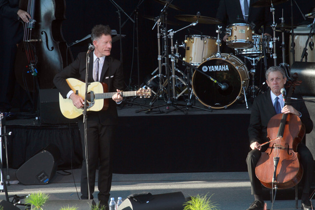Lyle Lovett and cellist John Hagen (Photo/Jon Brouwer)