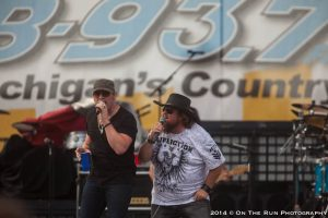 Colt Ford and more fired up country's B93 Birthday Bash. (Photo/Eric Stoike)