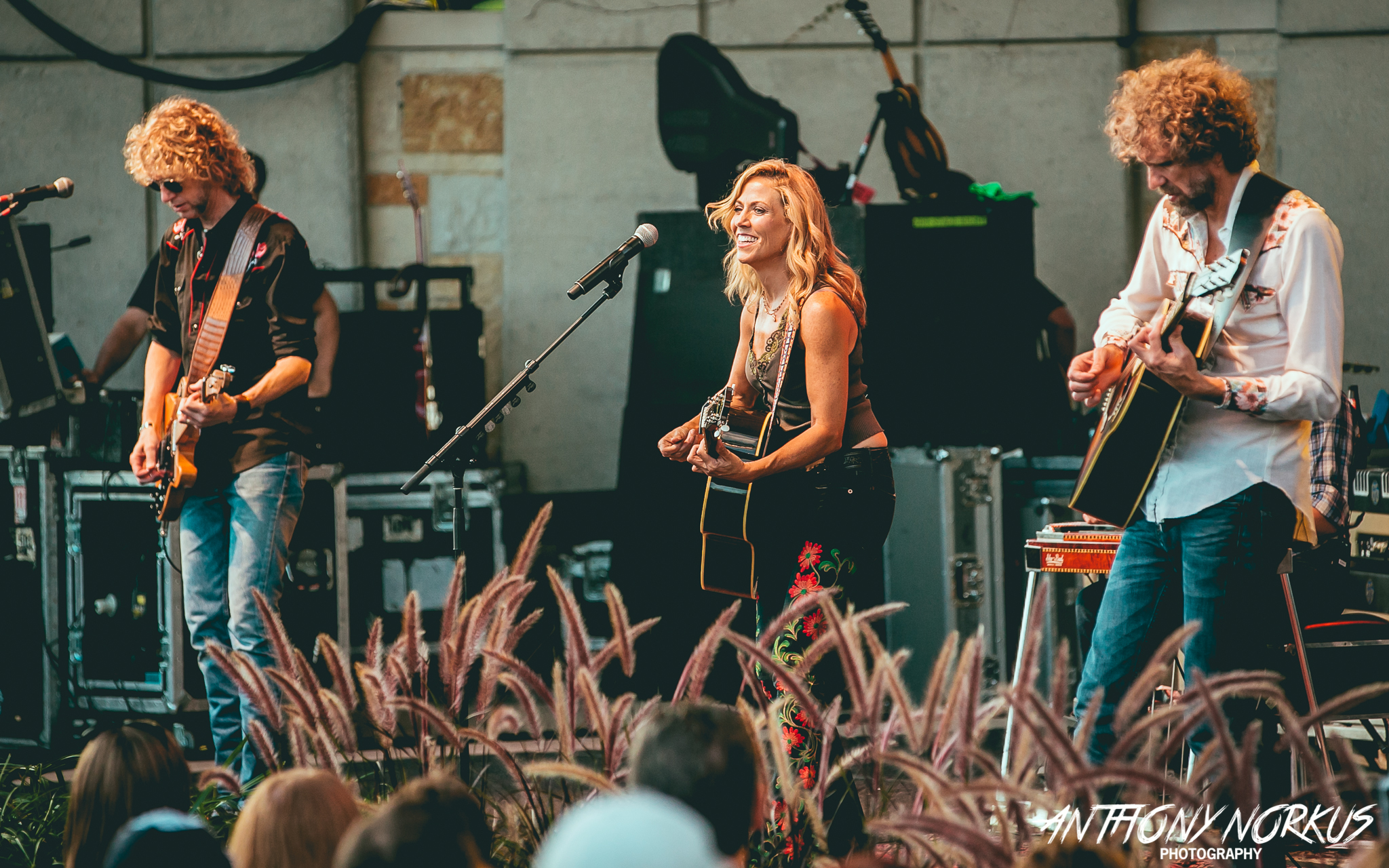 Sheryl crow closes meijer gardens series with hits lots - Meijer gardens summer concerts 2017 ...