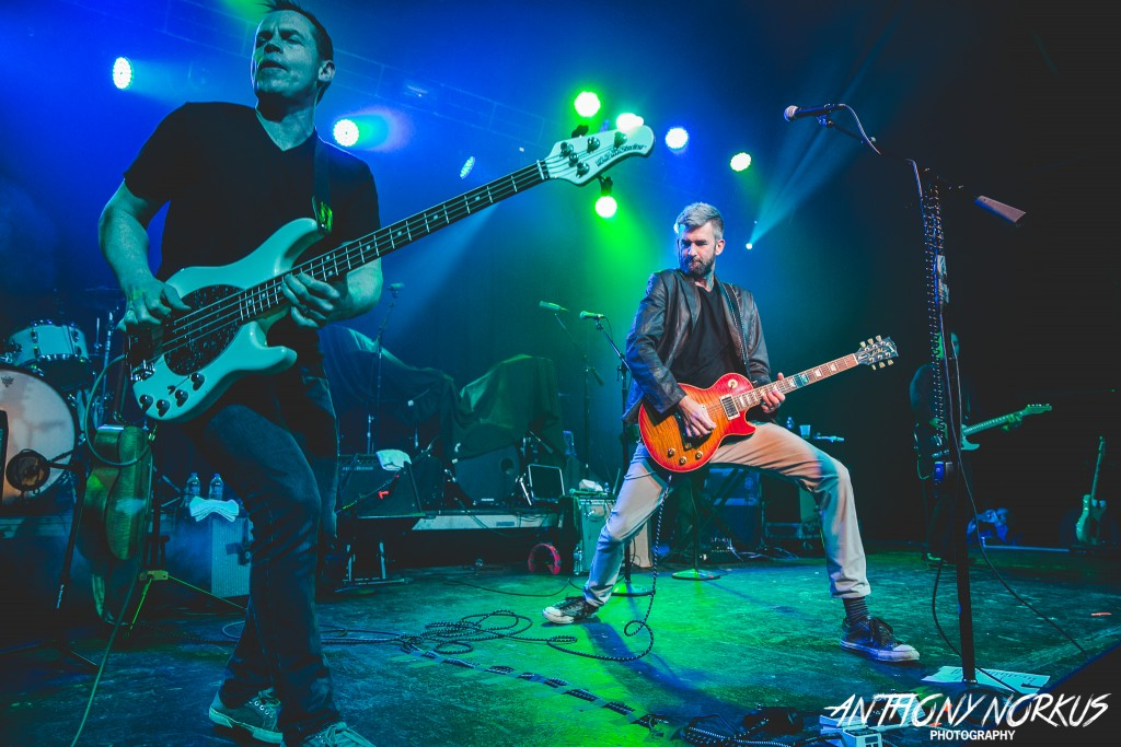 Lots of Verve: Joel Ferguson, left, and Brian Vander Ark of The Verve Pipe, on stage at The Intersection on Saturday. (Photo/Anthony Norkus)