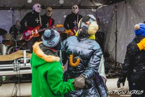 Snowy Surf Rock: The Concussions had beer lovers dancing to keep warm. (Photo/Anthony Norkus)