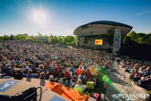 Perfect Weather: The opener filled the amphitheater with nostalgic fans. (Photo/Anthony Norkus)