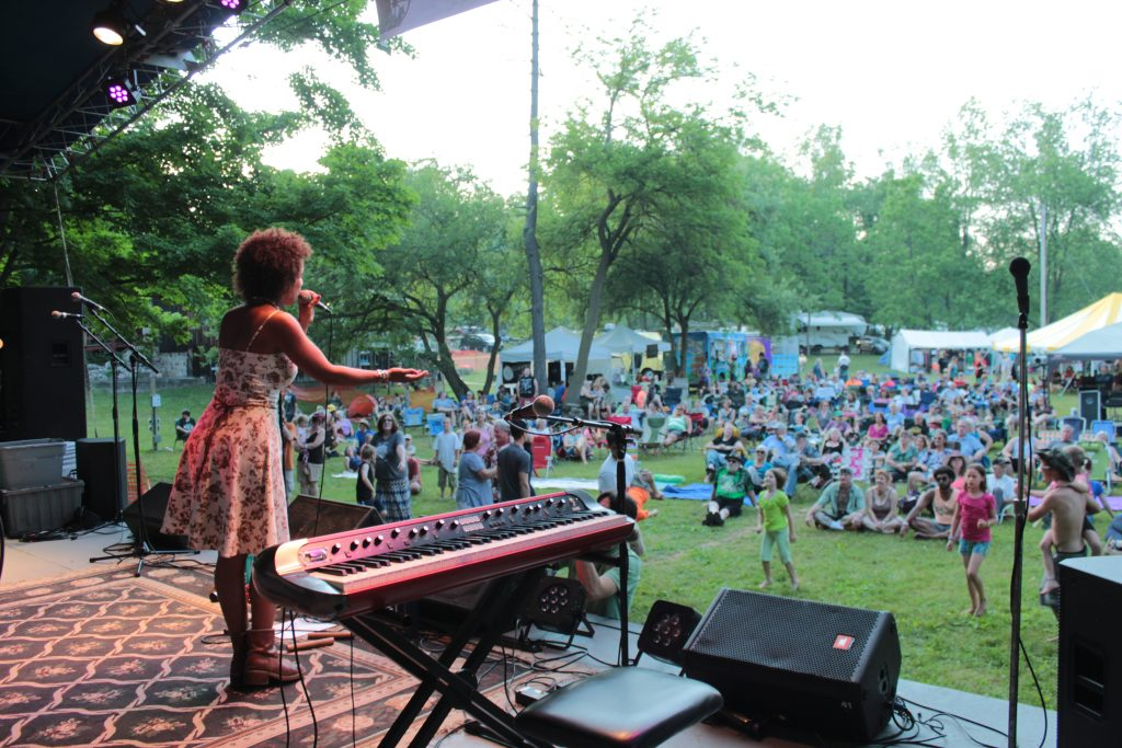 Buttermilk Beauty: Ideal weather and gleeful fans greeted Vox Vidorra and other bands on Friday. (Photo/Anna Sink)
