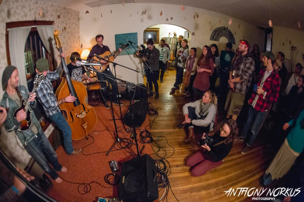 Cozy and Nothing Else Like It: Fauxgrass kicked off Lamp Light on Friday night at Bird House. (Photo/Anthony Norkus)