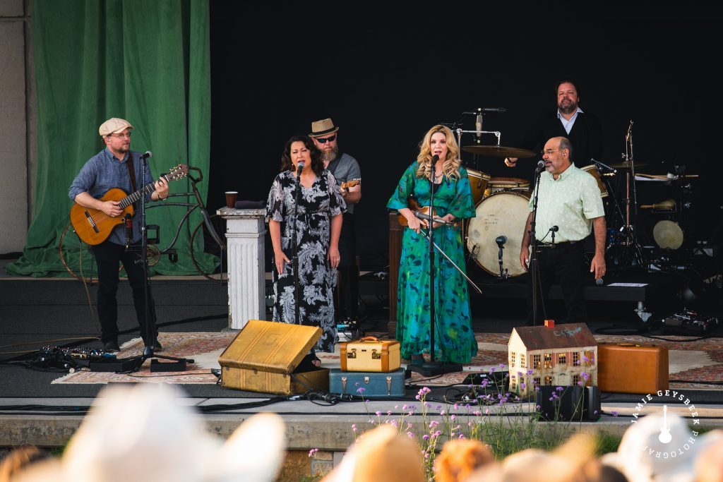 Alison Krauss brings gospel heat wave to Sunday's Meijer Gardens show