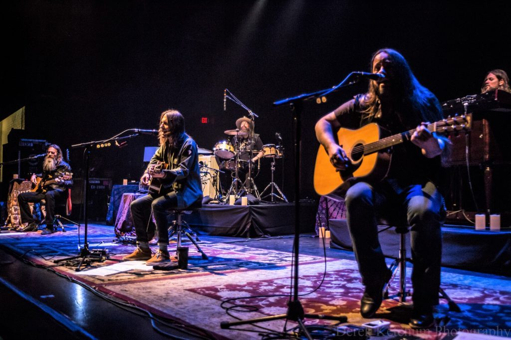 Blackberry Smoke gives fans 'best seat in the house' for acoustic 'living room' show