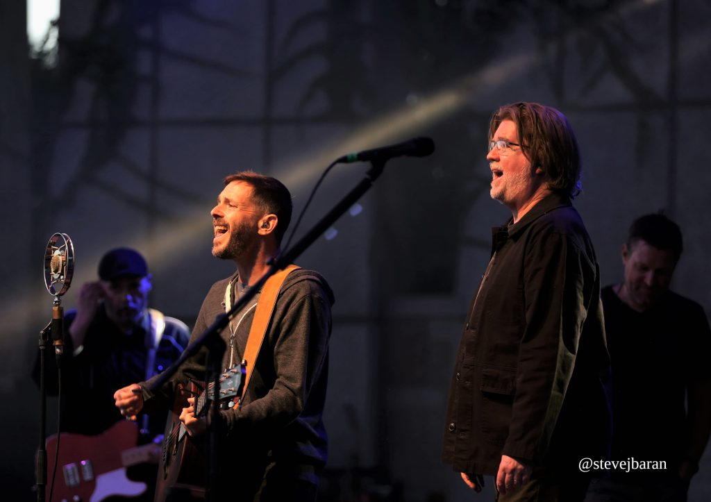Toad the Wet Sprocket provides Gen X its moment in spotlight with nostalgic turn in GR